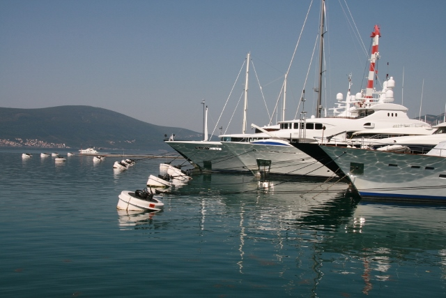 Giant mooring buoys for superyachts