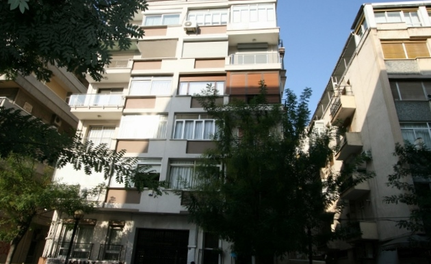 an apartment in Izmir, which looks like the one I lived in circa 1965